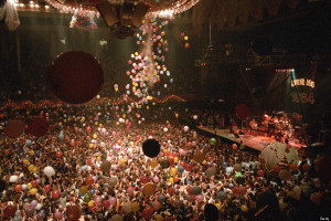 SAN FRANCISCO, UNITED STATES - DECEMBER 31: The Grateful Dead performing at the San Francisco Civic Center on December 31, 1984. (Photo by Clayton Call/Redferns)