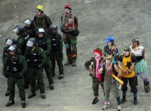clowns:cops